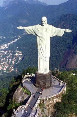 http://www.turnbacktogod.com/wp-content/uploads/2008/07/jesus-christ-largest-statue-0408.jpg