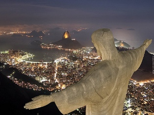 http://www.turnbacktogod.com/wp-content/uploads/2008/07/jesus-christ-largest-statue-0411.jpg