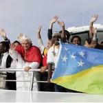 Pope Benedict XVI flanked by youths aboard of Sydney 2000 vessel