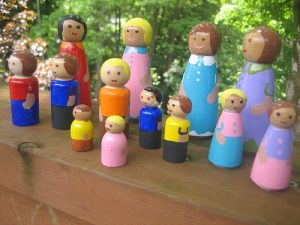 Small wooden people