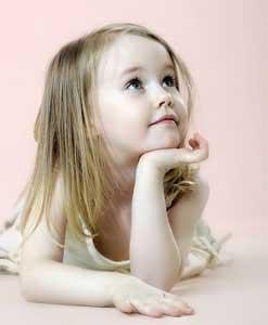 Sweet-little-girl-thinking